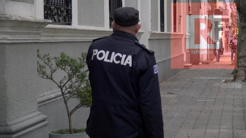 POLICIA TREITA Y TRES 5