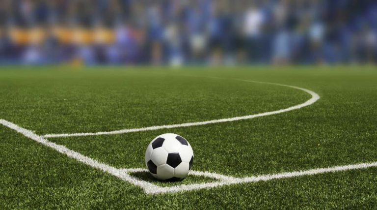 tiro-de-esquina-en-cancha-de-futbol-soccer-768x427